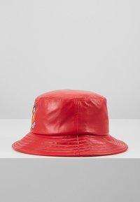 Fiorucci - CHERRY BUCKET HAT - Hat - red - 4