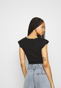 Missguided - 2 PACK - Basic T-shirt - black/cream - 3