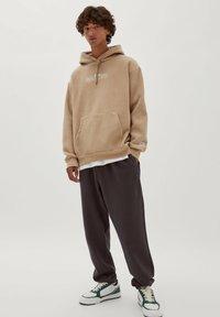 PULL&BEAR - NARUTO - Sweatshirt - mottled beige - 1