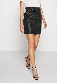 Vero Moda - VMAWARDBELT SHORT COATED SKIRT - A-line skirt - black - 0