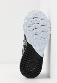 New Balance - NITREL V4 - Trail running shoes - black - 4