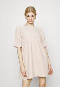 Missguided - OVERSIZED SMOCK DRESS FRILL SLEEVE - Vestido informal - stone - 0