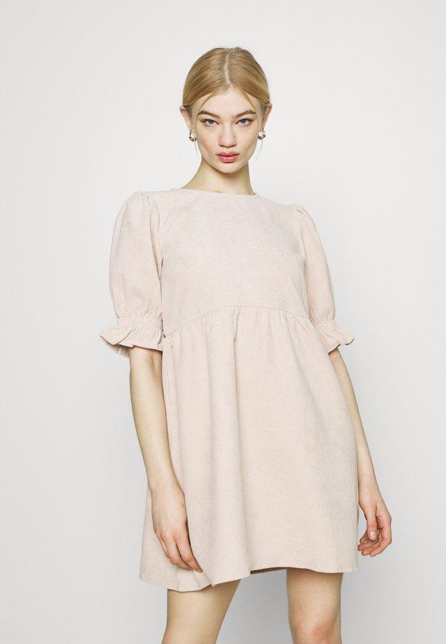 OVERSIZED SMOCK DRESS FRILL SLEEVE - Korte jurk - stone