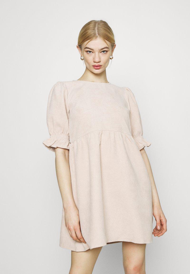 Missguided - OVERSIZED SMOCK DRESS FRILL SLEEVE - Vestido informal - stone