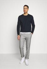 Burton Menswear London - 2 PACK - Sweater - navy - 0