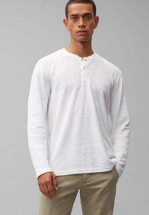 LONGSLEEVE AUS ORGANIC COTTON - Long sleeved top - white
