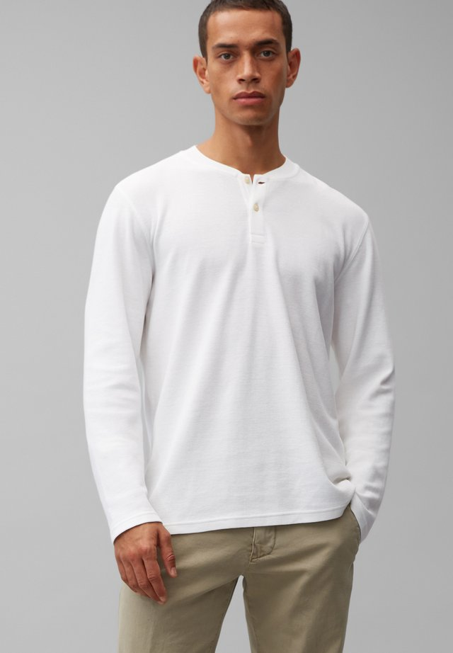 LONGSLEEVE AUS ORGANIC COTTON - Long sleeved top - white
