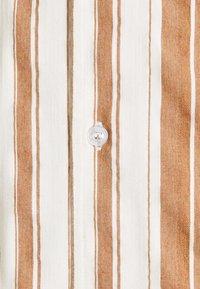 REVOLUTION - SHORT SLEEVED CUBAN SHIRT - Shirt - brown - 6