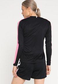 Craft - PROGRESS CONTRAST - T-shirt de sport - black/pop - 2