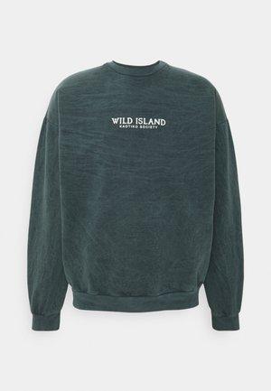 CREW TIE DYE WILD ISLAND - Sweater - mucha arena verde bosque