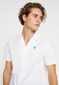 Burton Menswear London - PINEAPPLE - Shirt - white - 3