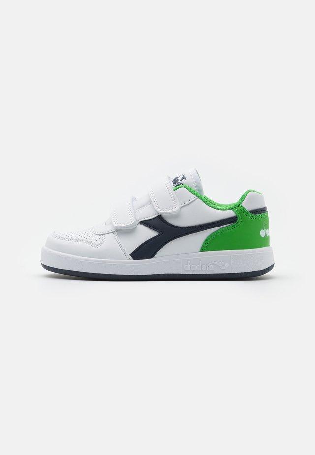 PLAYGROUND UNISEX - Træningssko - white/black iris/classic green