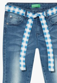 Benetton - TROUSERS BELT - Short en jean - blue denim - 2