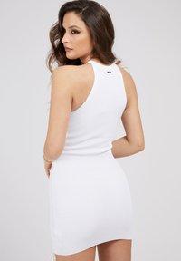 Guess - ALEXA TIE  - Shift dress - weiß - 2