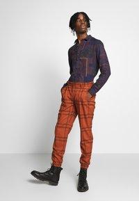 Topman - TERRA CHECK WHYATT - Pantalones - brown - 1