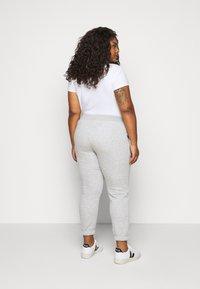 Pieces Curve - PCLARA PANTS - Tracksuit bottoms - light grey melange - 2