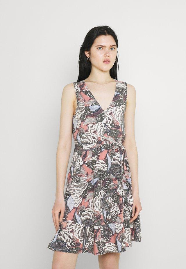 ONLGUSTA LIFE ABOVE KNEE DRESS - Vestido informal - ash rose