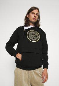 Glorious Gangsta - ZAIAR HOOD - Sweatshirt - jet black/gold - 4