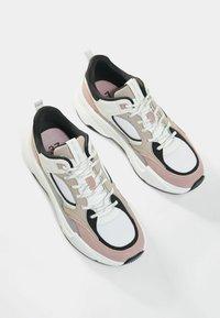 Bershka - Sneakers laag - multi-coloured - 3