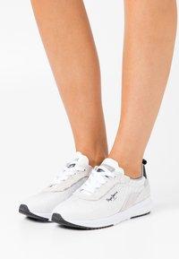 Pepe Jeans - Nº22 WOMAN - Zapatillas - white - 0