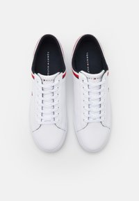 Tommy Hilfiger - ESSENTIAL - Sneakers basse - white - 3