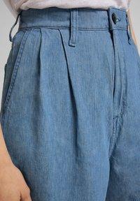 Lee - STELLA - Denim shorts - light linnen - 5