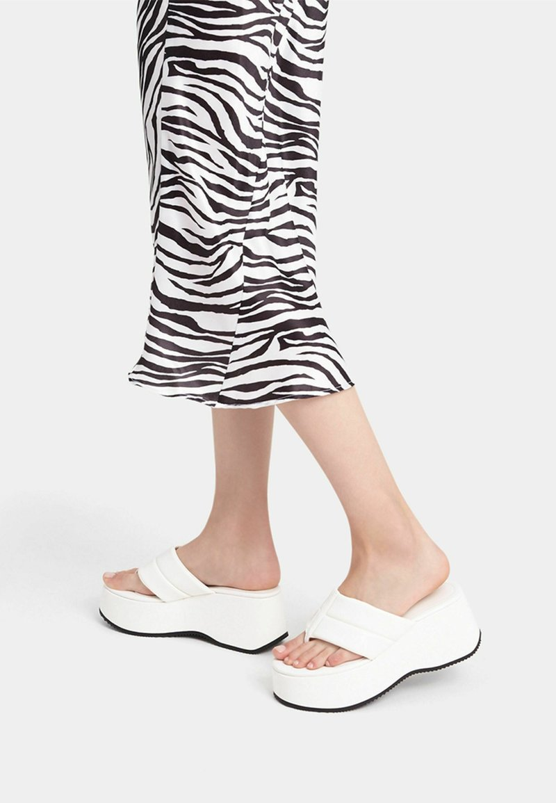 Bershka - T-bar sandals - sand