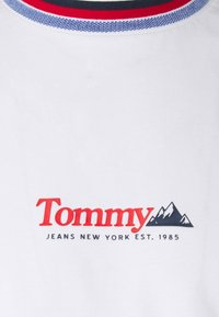 Tommy Jeans - CONTRAST COLLAR TEE UNISEX - Print T-shirt - white - 2