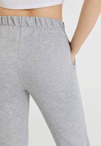 PULL&BEAR - Tracksuit bottoms - light grey - 4