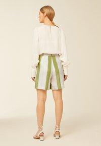 IVY & OAK - Shorts - moss green - 2