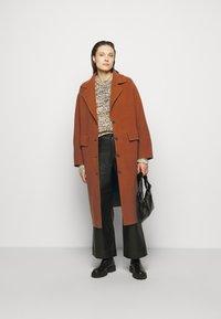 Proenza Schouler White Label - DOUBLEFACE COAT WITH SIDE SLITS - Classic coat - chestnut - 1