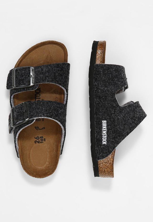 ARIZONA - Domácí obuv - gray