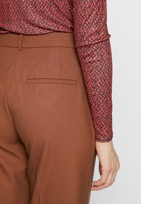 Selected Femme Tall - SLFADA  CROPPED FLARED PANT - Bukse - ginger bread - 3