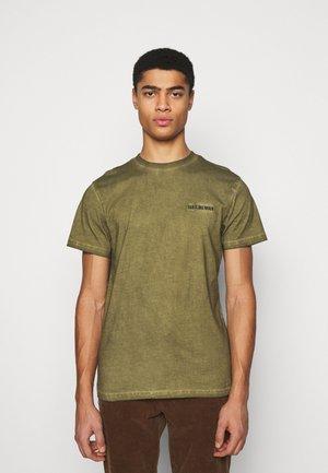 CASUAL TEE - Print T-shirt - green crush