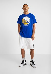 Nike Performance - NBA GOLDEN STATE WARRIORS LOGO TEE - Club wear - rush blue - 1
