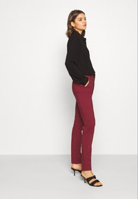 Vero Moda - VMLEAH CLASSIC PANT - Kalhoty - cabernet - 3