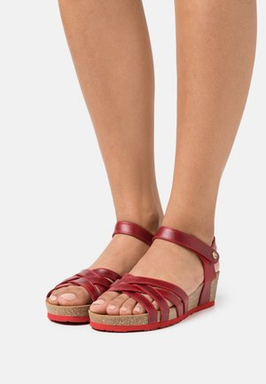 CHIA PULL UP - Wedge sandals - red