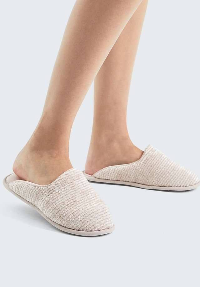 BASIC CHENILLE - Chaussons - rose