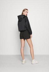 Karl Kani - SMALL SIGNATURE - Shorts - black - 2