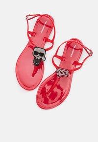 KARL LAGERFELD - JELLY II PIXEL KARL SLING - Pool shoes - red - 6
