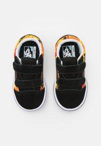 Vans - COMFYCUSH OLD SKOOL UNISEX - Sneakers laag - black/true white - 3