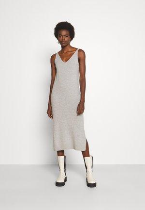 SIG CASH TANK DRESS - Pletené šaty - light heather grey