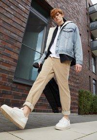 Levi's® - STD II - Kalhoty - sand/beige - 3