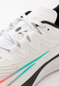 Nike Performance - ZOOM GRAVITY 2 - Zapatillas de running neutras - summit white/clear/black/oracle aqua - 5