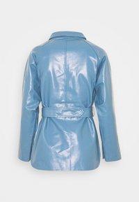 Fashion Union Petite - ABBA - Bunda zumělé kůže - blue - 1
