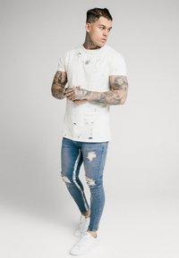 SIKSILK - SKINNY DISTRESSED PAINT - Jeans Skinny Fit - midstone/white - 1
