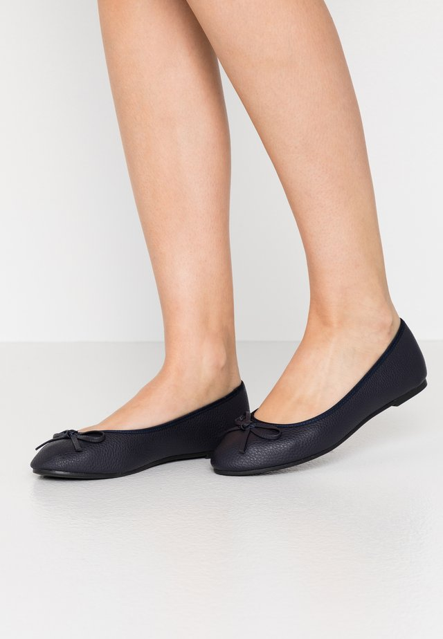 WIDE FIT SNAFFEL - Bailarinas - navy