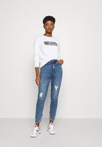 Hollister Co. - CHAIN CROPPED ICON  - Sweatshirt - white - 1