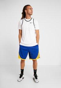 Nike Performance - NBA GOLDEN STATE WARRIORS SWINGMAN SHORT - Sports shorts - rush blue/white/amarillo - 1