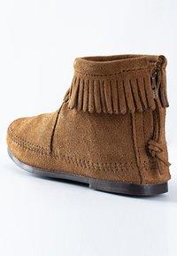 Minnetonka - Korte laarzen - cinnamon - 3